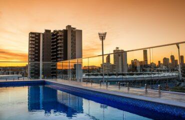 Las piscinas en azoteas: una tendencia en auge